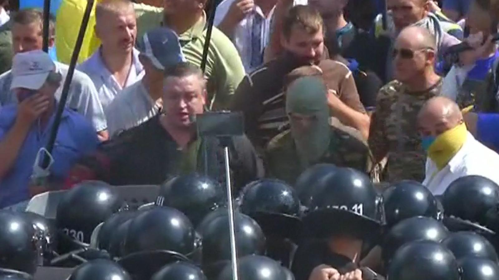 Ukraine parliament clashes