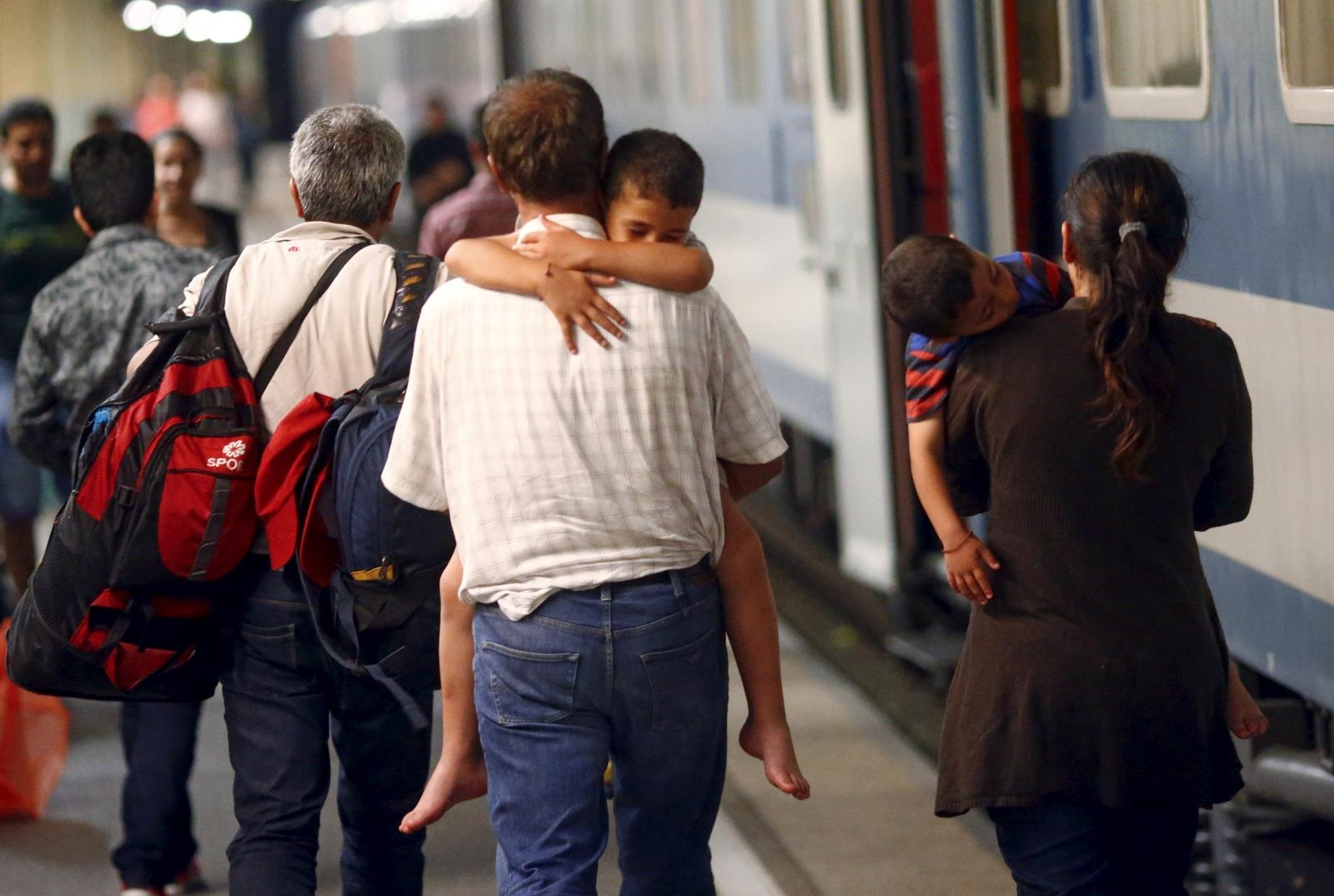 EU migrant crisis, trains arrive in Germany