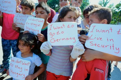 migrants Hungary Austria Germany