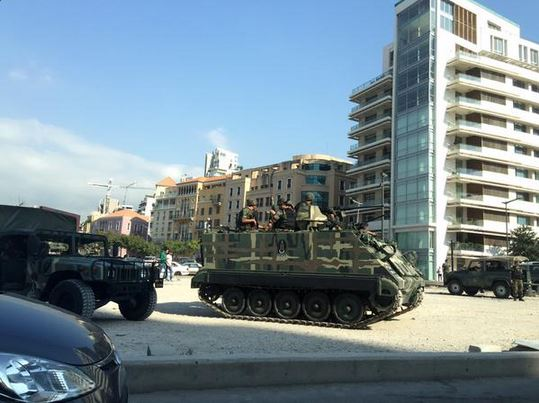 Government sends tanks to dislodge protesters