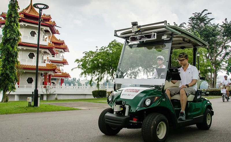 driverless golf cart tourist singapore