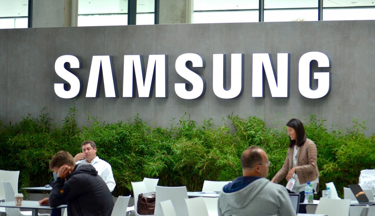 Samsung foldable smartphones