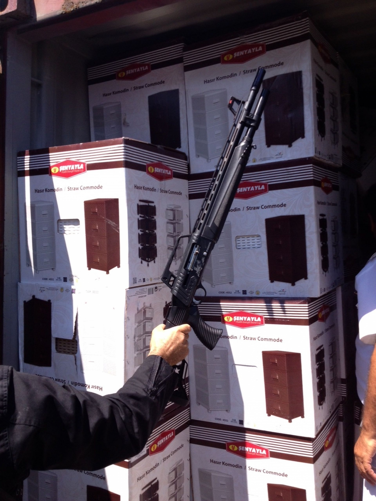 Greece Weapons cargo Libya Isis