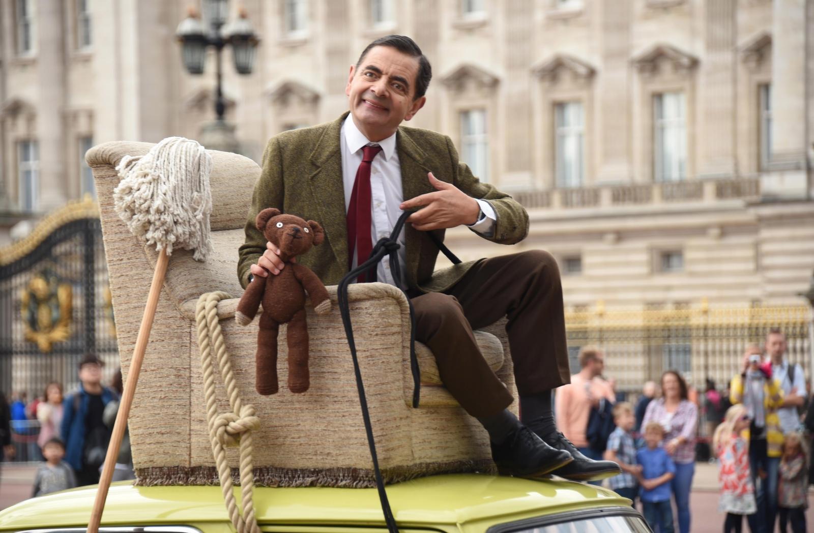 Mr Bean Video Rowan Atkinson Drives Around London To