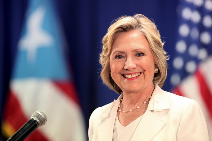 Hillary Clinton sorry for private email 'confusion'