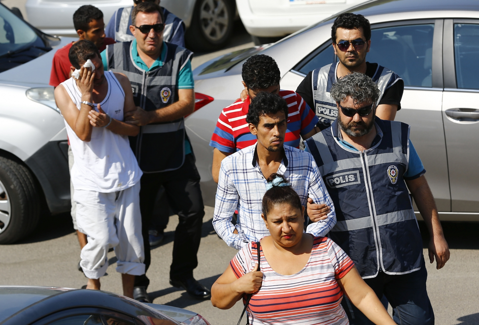 Syrians walked to court