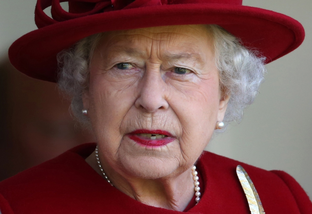 Queen Elizabeth II longest reign: Monarch overtakes Queen ...