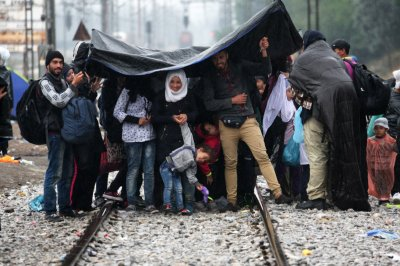 Refugees rain Greece Macedonia