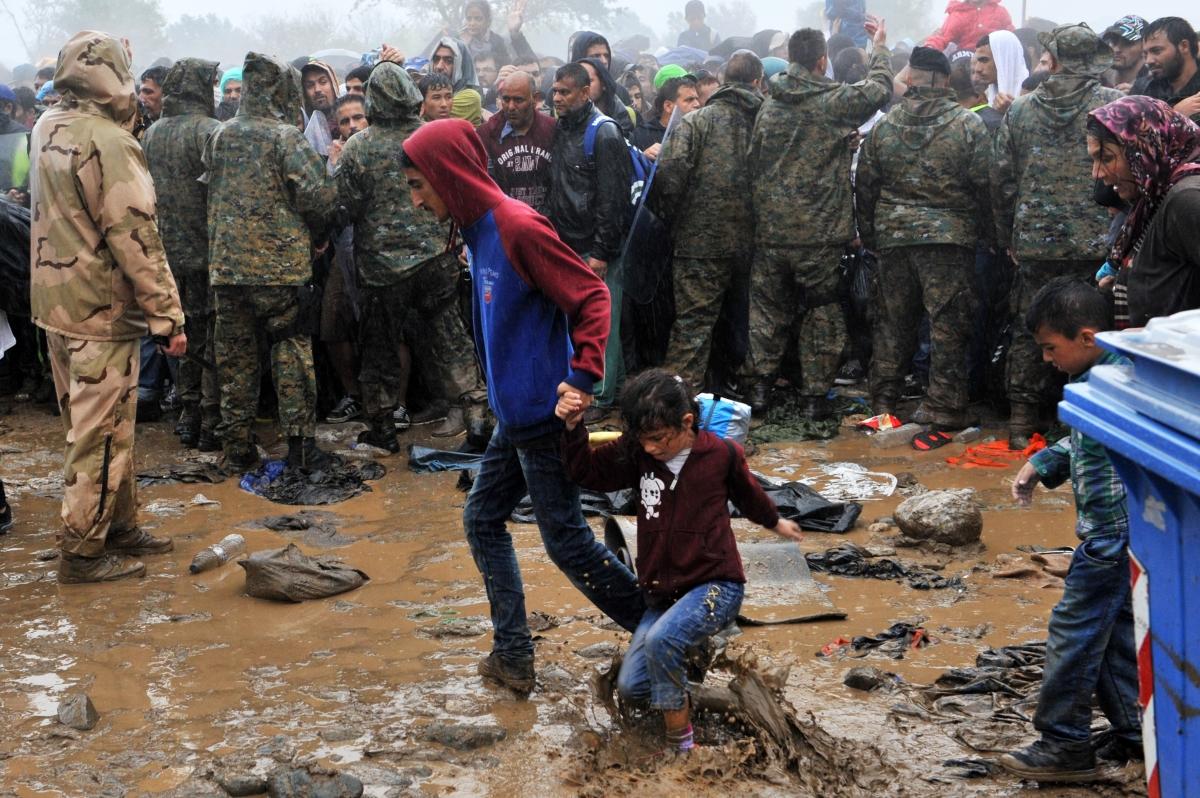 Refugees rain Greece Macedonia