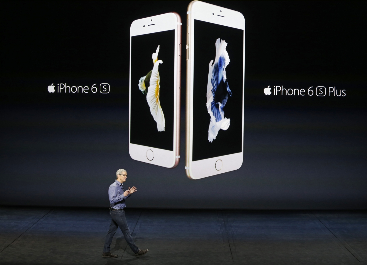 Tim Cook with iPhone 6s