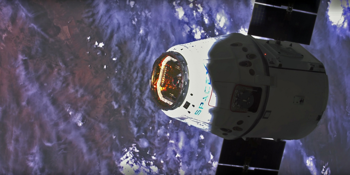 4K footage of SpaceX satellite from ISS
