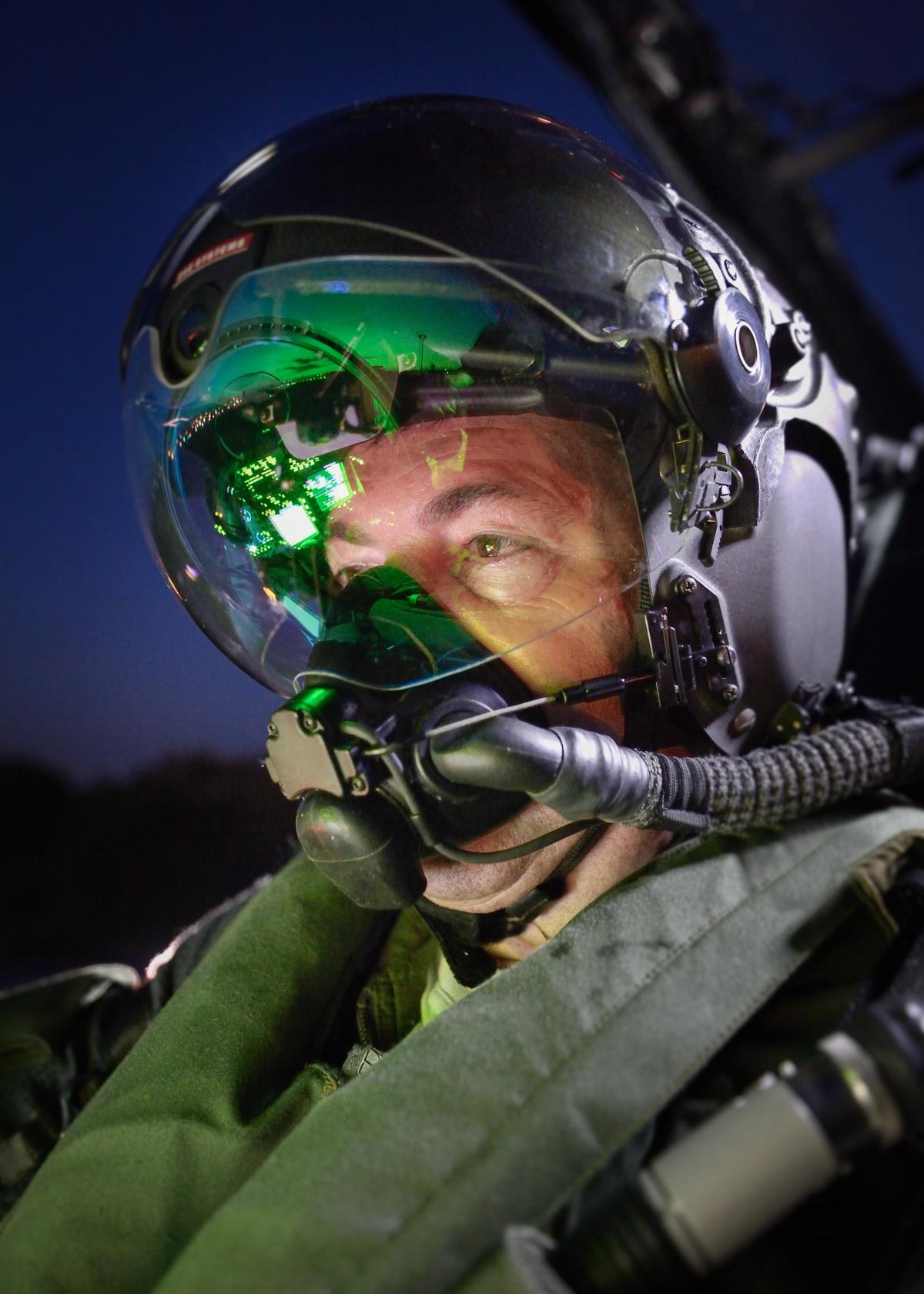 Striker II fighter pilot helmet
