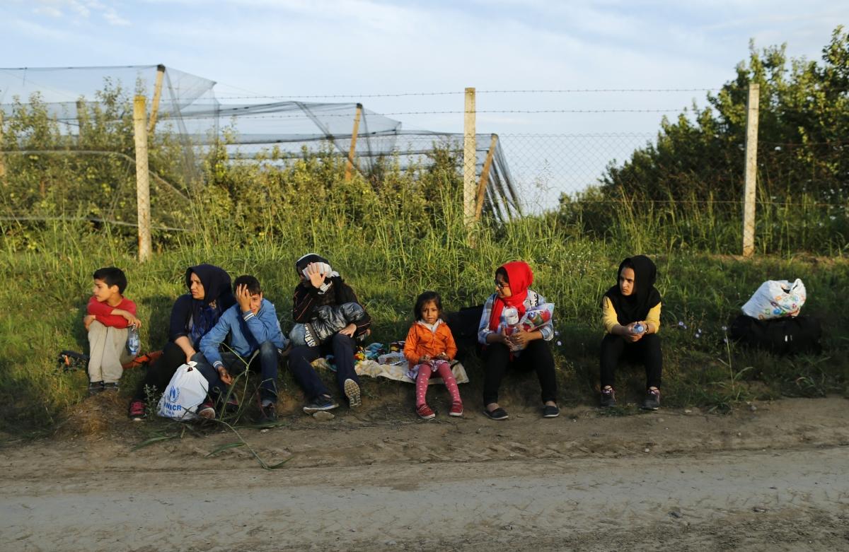 Syrian migrants at Serbian border with Croatia