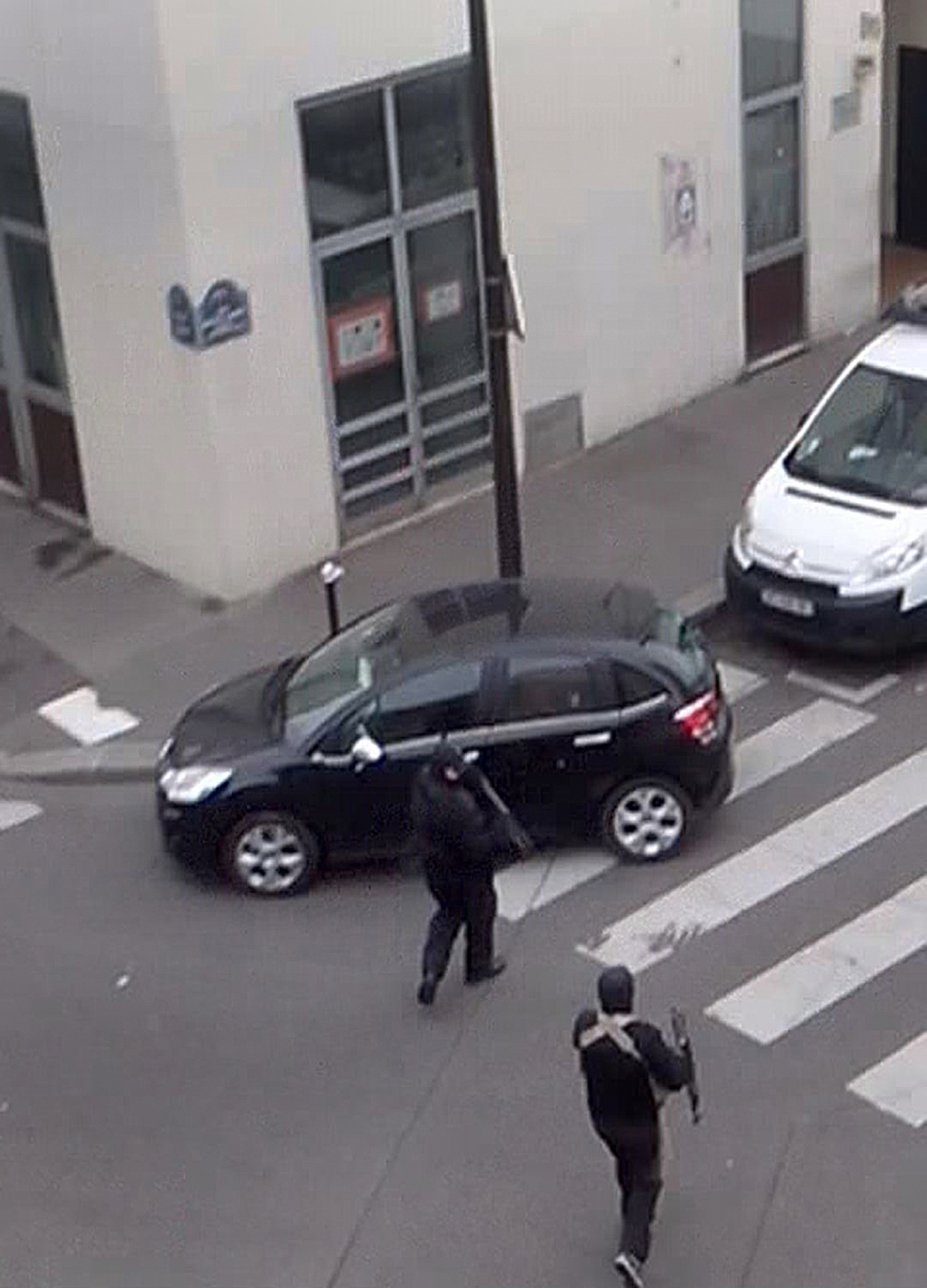 Gunmen return to their car