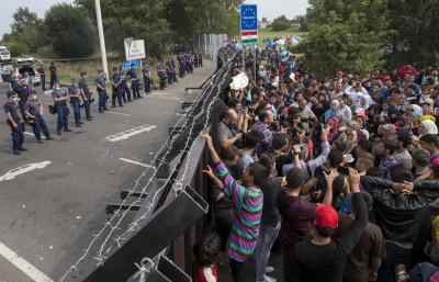 Migrants hugnary Serbia border Horgos