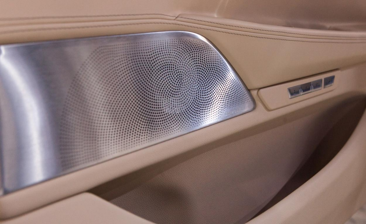BMW 7-Series speakers