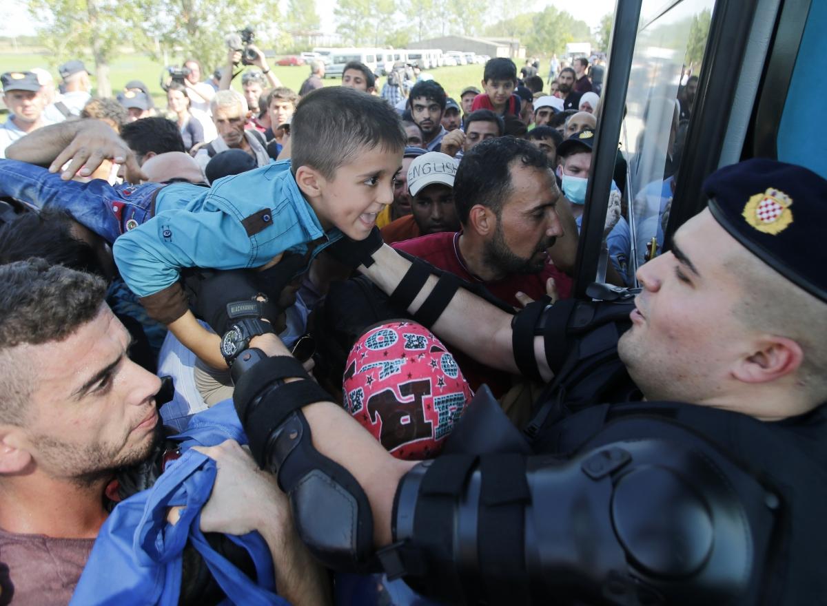 Croatia policeman Tovarnik migrants