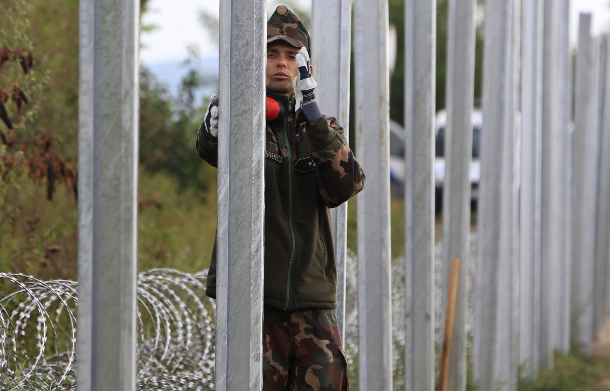 Hungary fence migrants