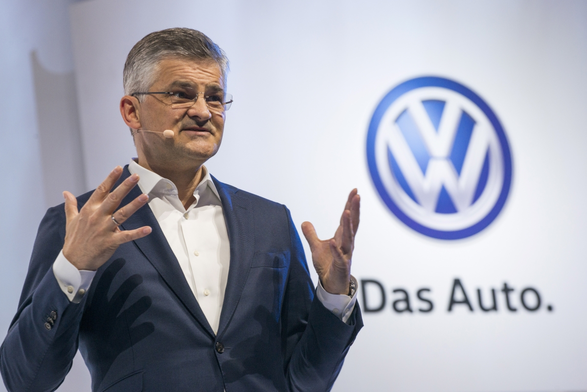 vw emissions scandal ceo michael horn    pay  total screw
