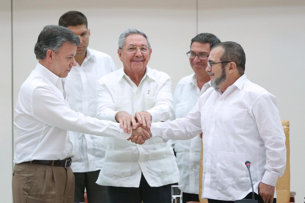 Santos Timochenko handshake
