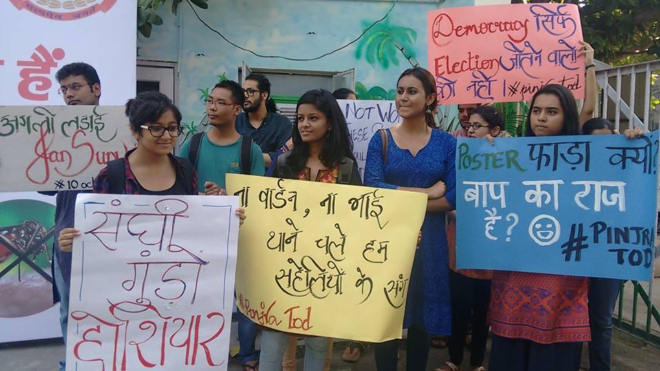 PinjraTod campaigners outside police station
