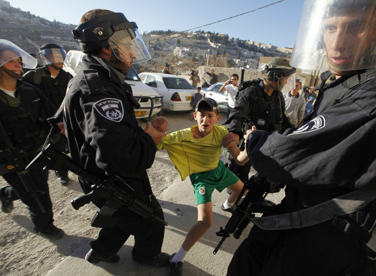 Israel arrests stone thowers