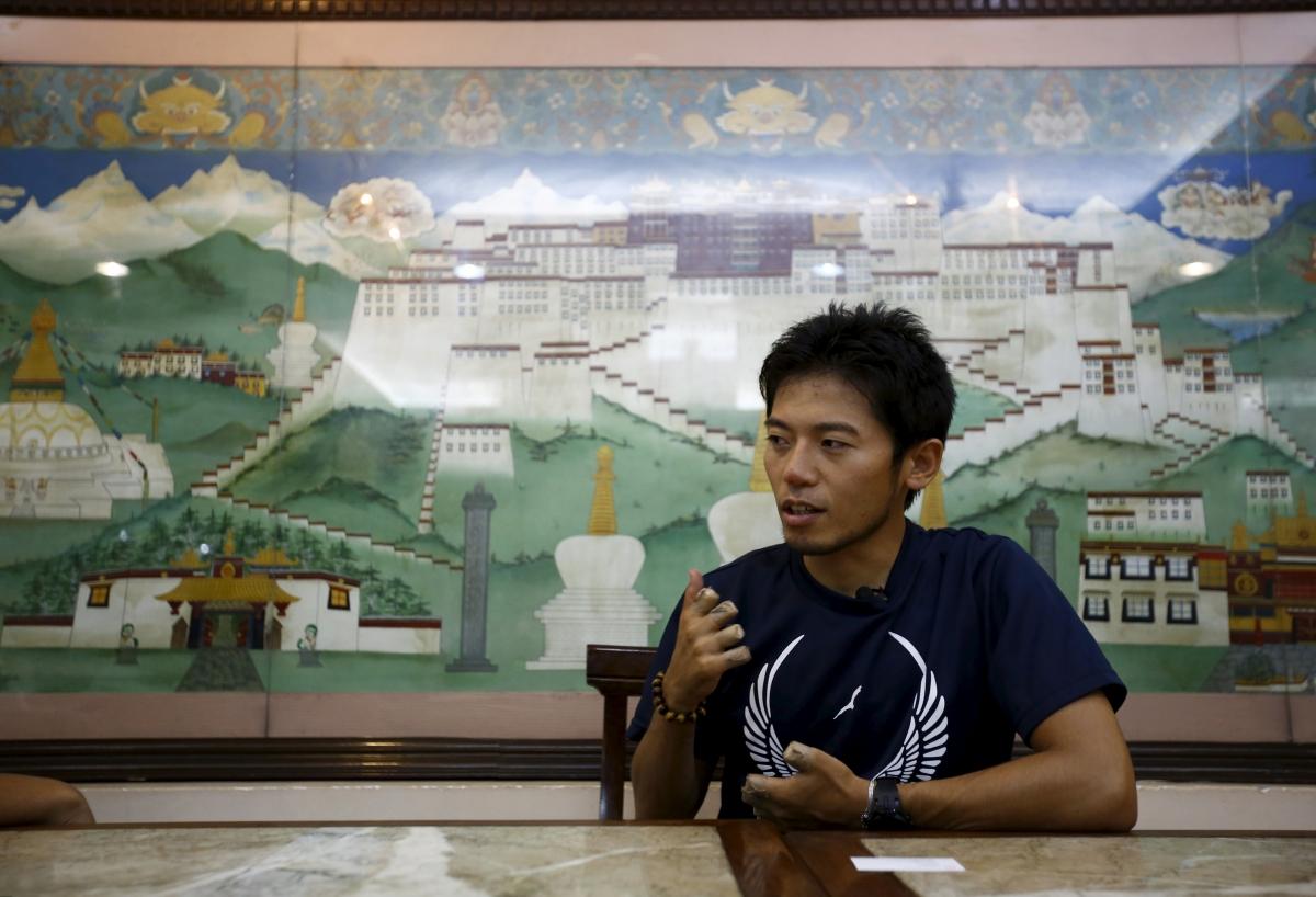 Japanese climber Kuriki Nobukazu attempts Everest