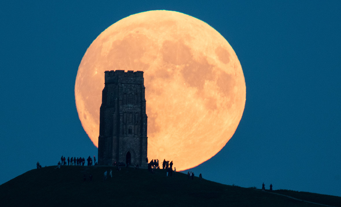 New Year's Day Brings Biggest Full Moon Of 2018