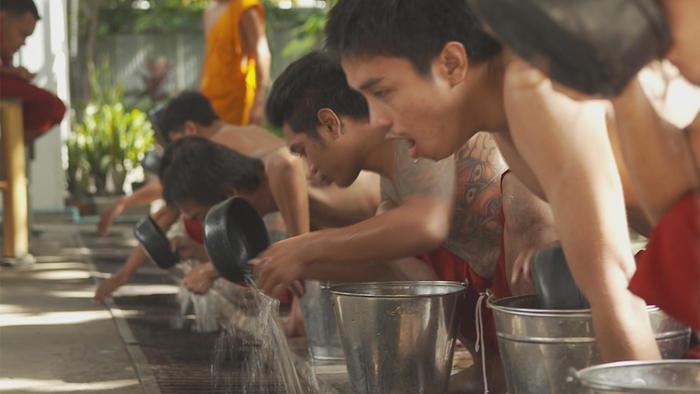 vomit temple thailand