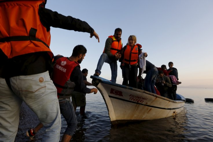 Syrian refugees disembark