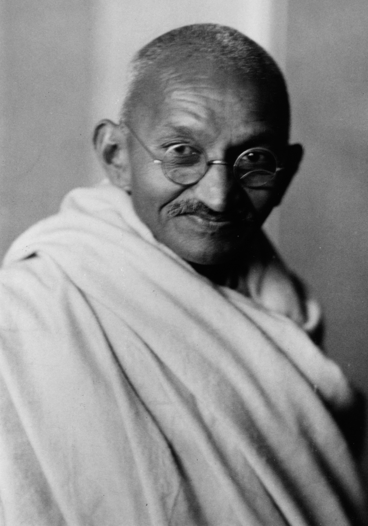 mohandas karamchand gandhi The 20th century's most famous apostle of non-violence himself met a violent end  mohandas mahatma ('the great soul') gandhi, who had taken a leading role in.