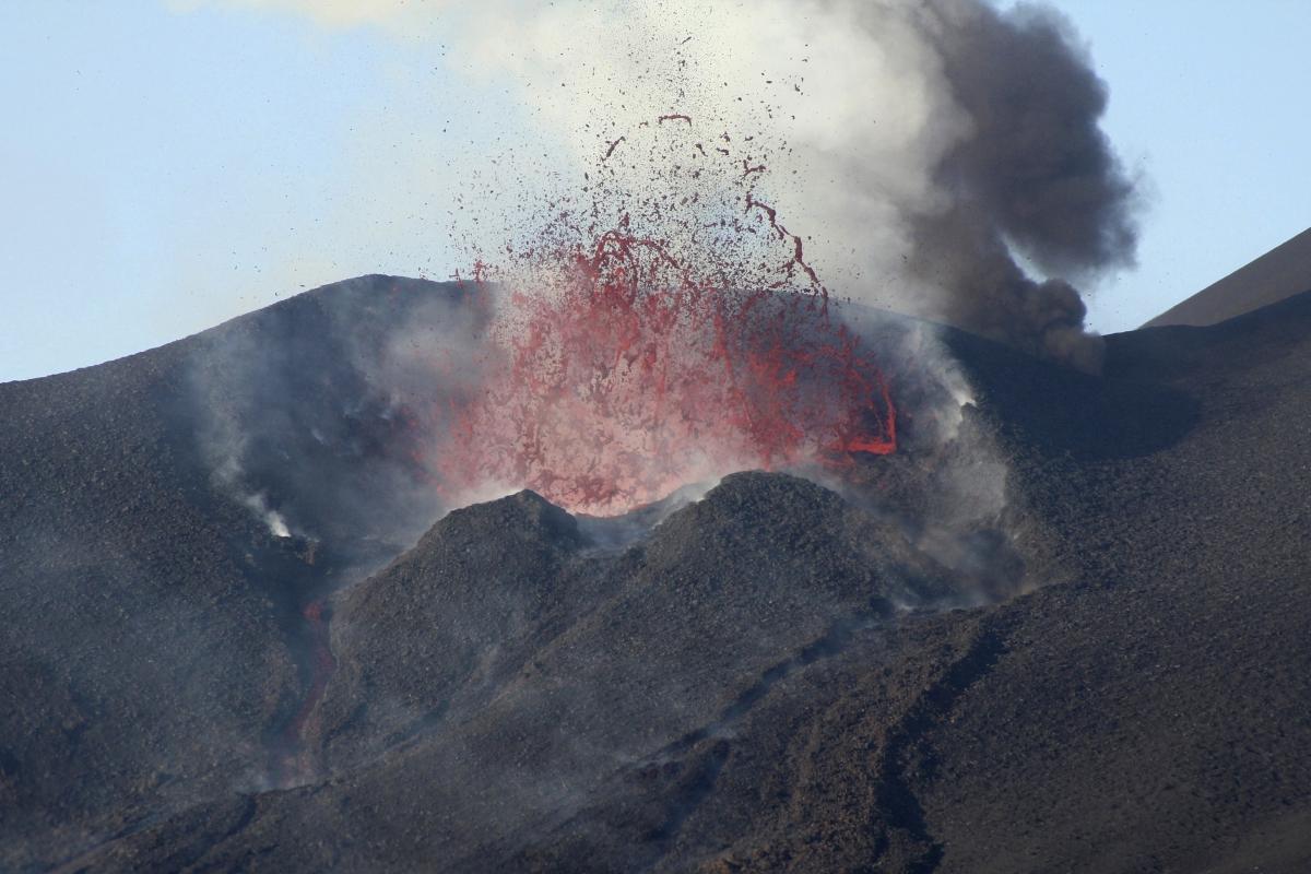 fogo volcano erupting