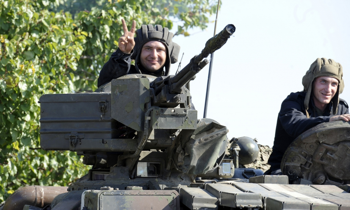 Ukrainian tanks pull back from the