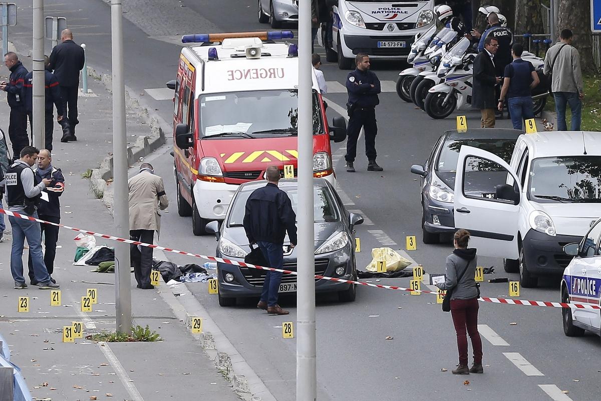 Ile-Saint-Denis France islamist robber shots policeman