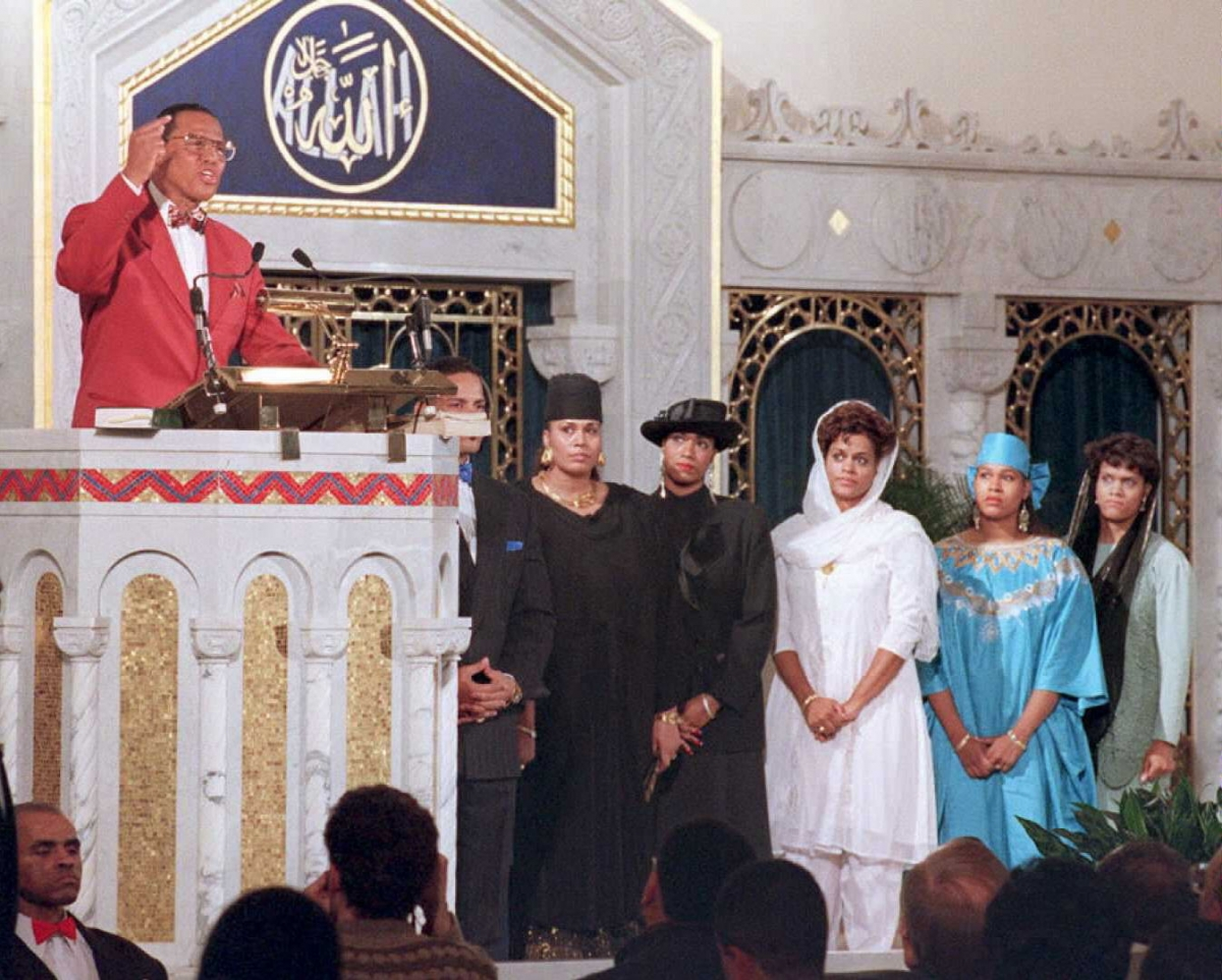 Louis Farrakhan with his wife and daughters