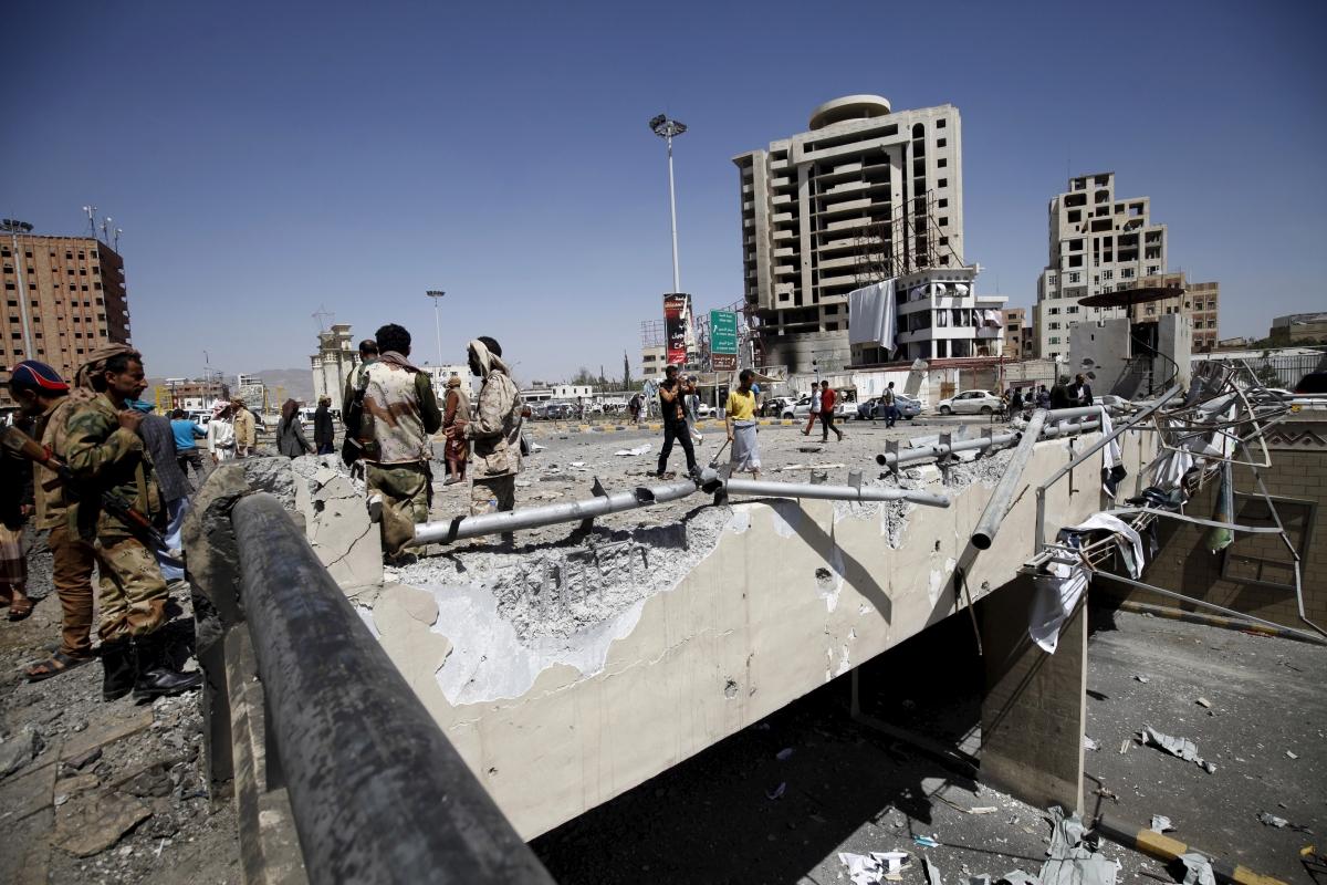 Saudi air strikes Yemen Houthis