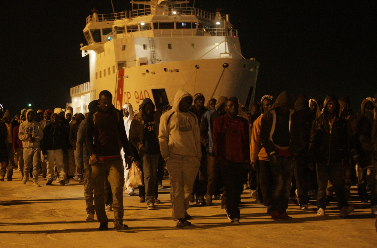 Migrants disembark