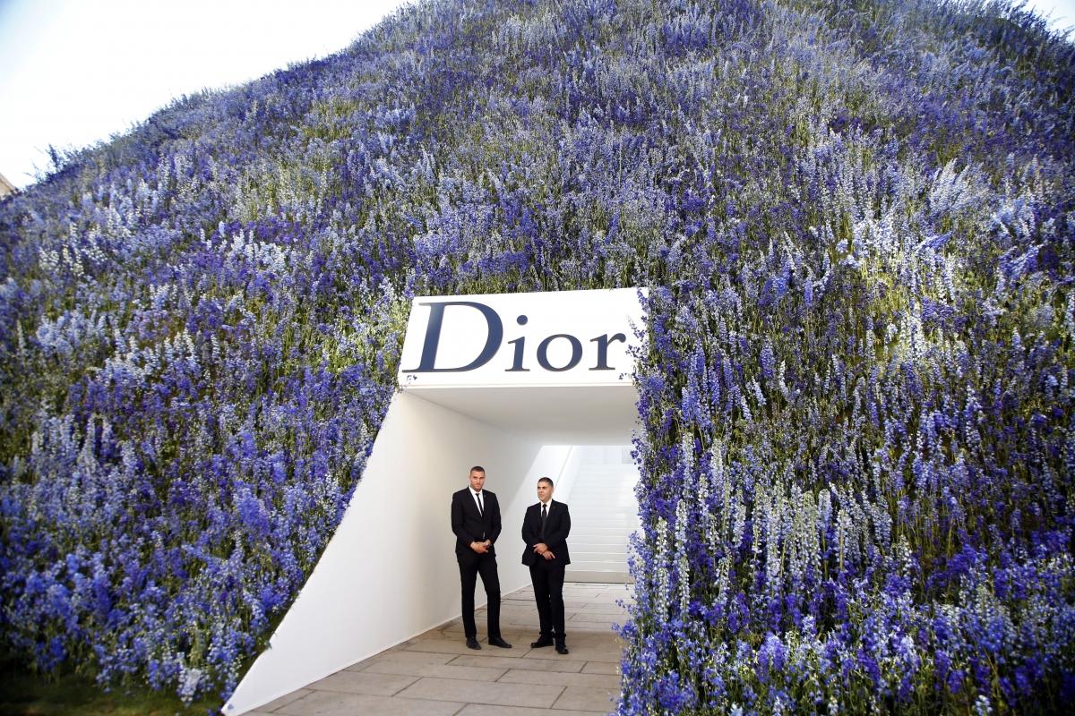 Christian Dior SS16 runway set