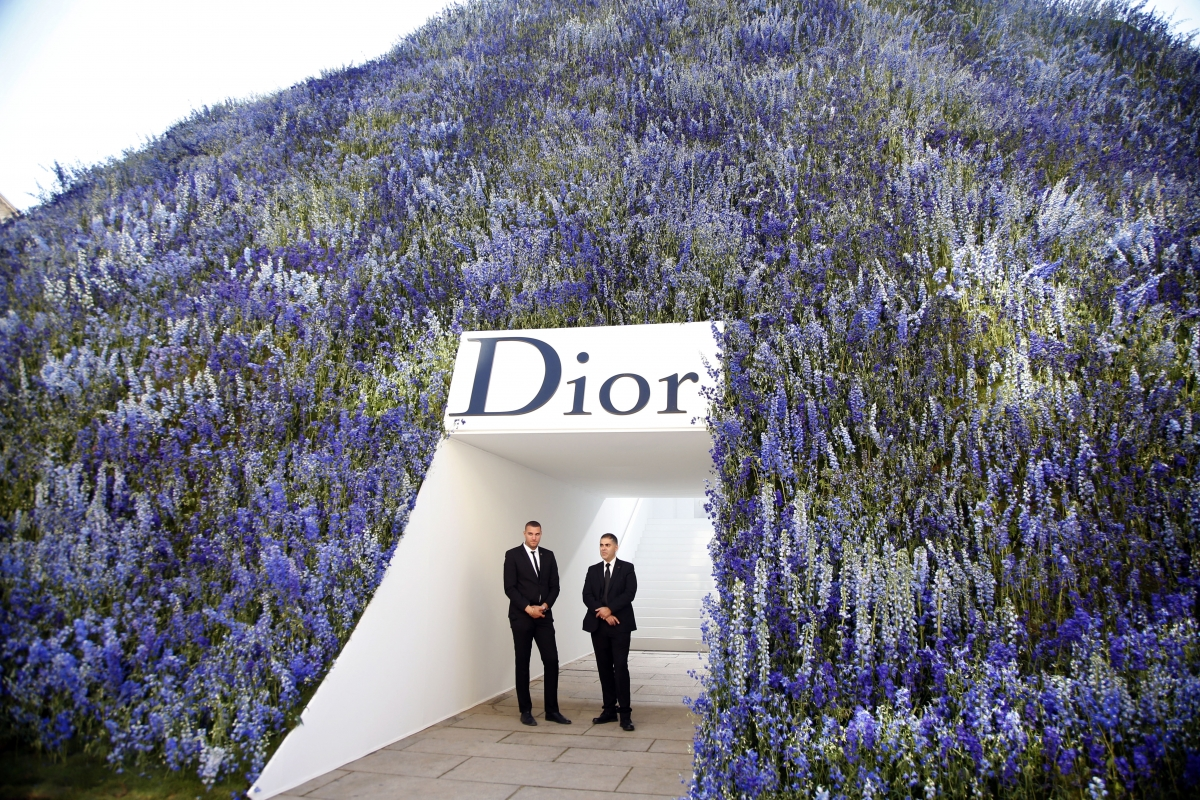 Christian Dior SS'16 runway set