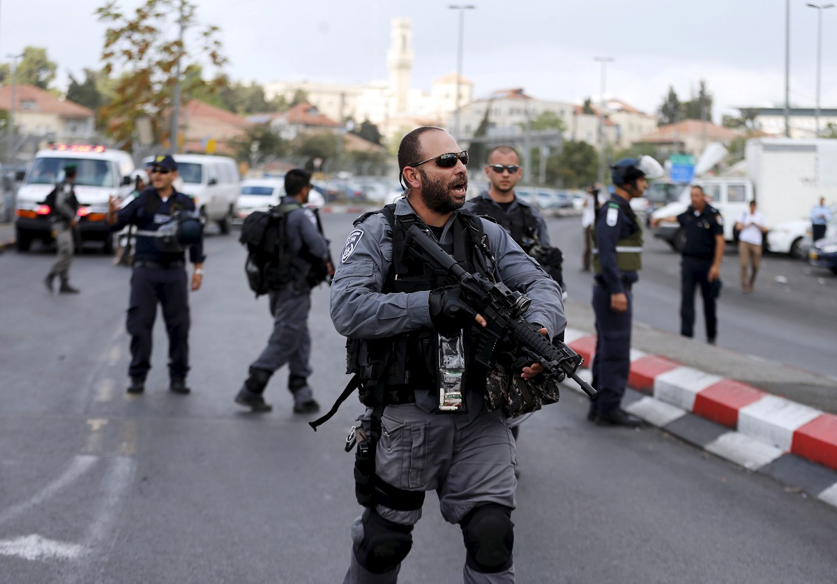 Israel police officer Jerusalem stabbing 10 October2015