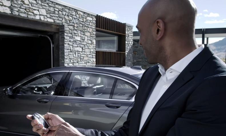 BMW 7-Series parking itself