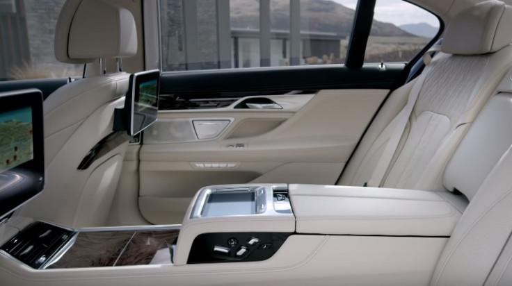 BMW 7-Series TV screens