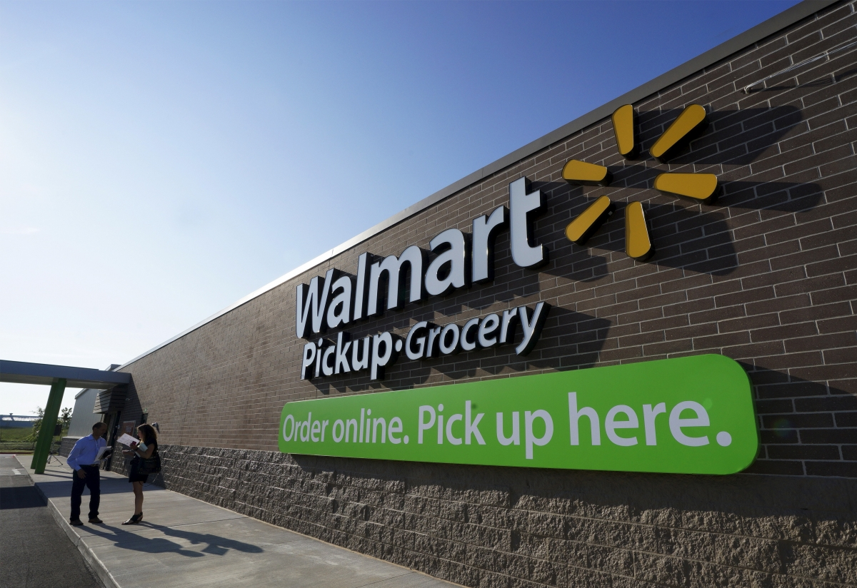 Wal-mart Stores loses $21bn in market value after it forecasts a drop in fiscal 2017 earnings