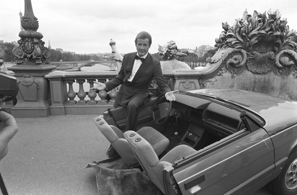 Roger Moore A View To Kill set