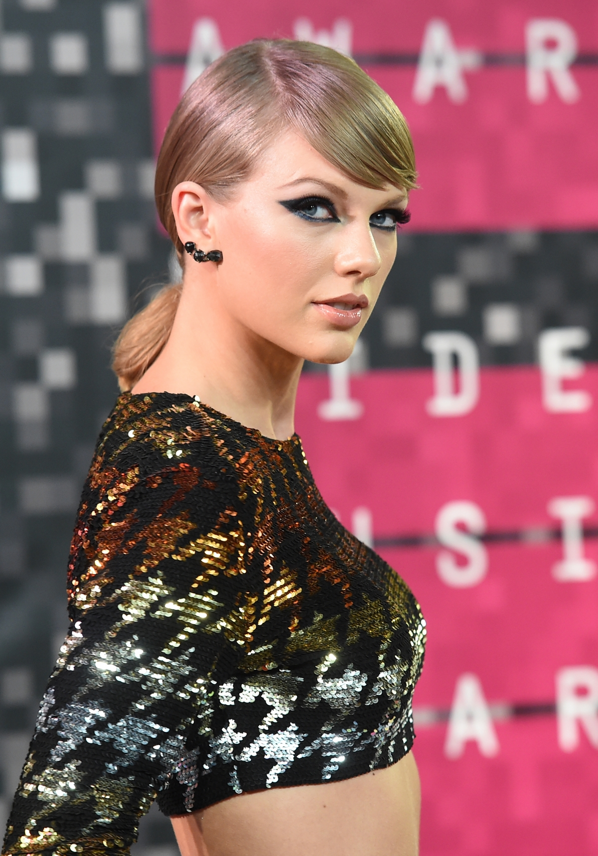 Taylor Swift To Cover Playboy Magazine Wants Singer To Front First Non-Nude Issue In 2016-7399