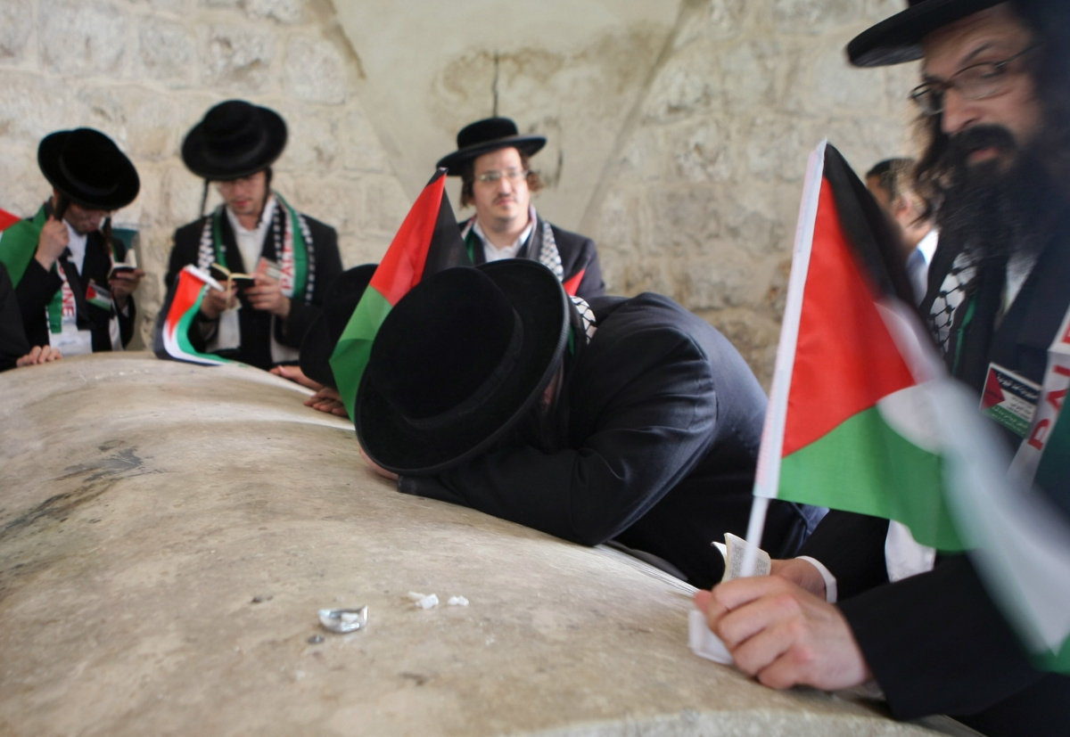 Israeli Jewish worshipers attacked at Joseph's Tomb