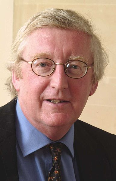 Lord Warner has resigned from the Labourparty