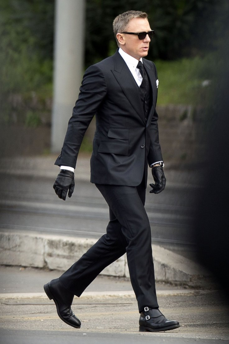 Tom Jones Ford >> Spectre Movie Style: How to dress like James Bond