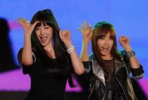 Sulli (L) and Victoria, members of South Korean girl-band 'f(x)', perform during the 3rd Incheon Korean Music Wave concert in Incheon, west of Seoul