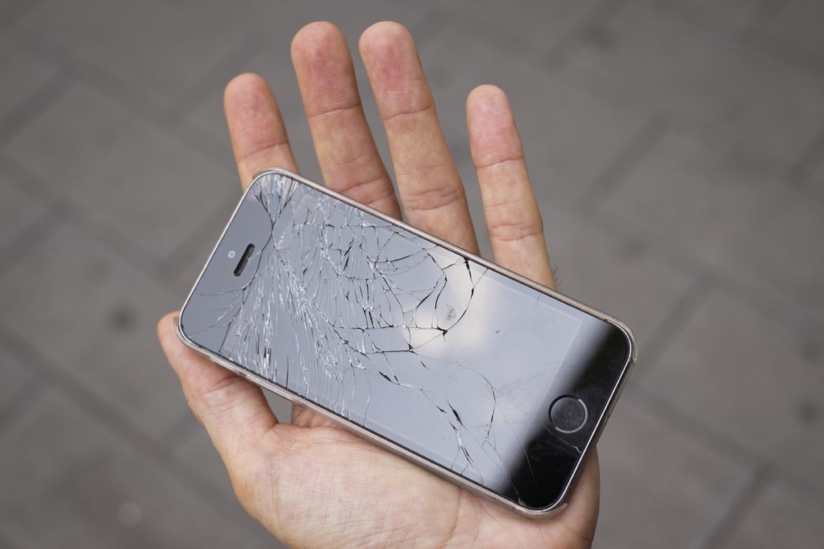 iPhone retractable bumper patent